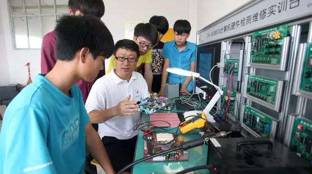 China estima incremento anual de 65 mil profesores de formación profesional