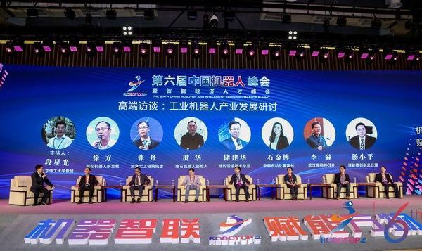 Firman acuerdos de inversión por mil 760 millones de dólares en cumbre del robot de China
