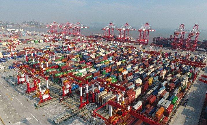 Sube 28,5 % comercio exterior de China en enero-abril