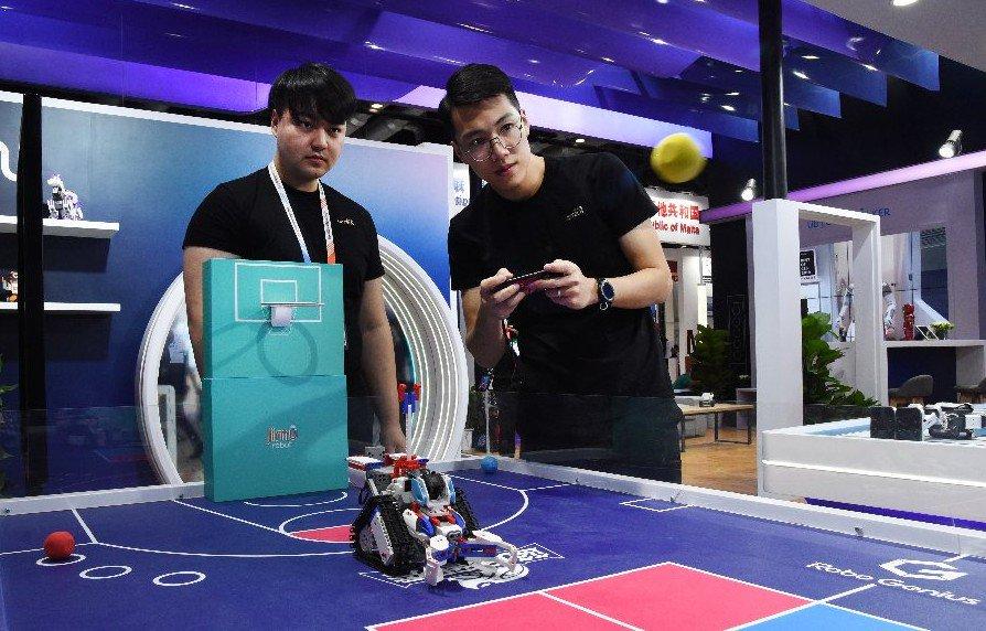 Más graduados chinos obtienen empleos en tecnología de la información, señala encuesta