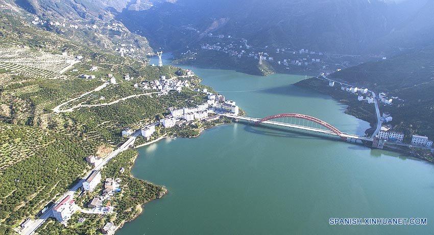 Puente emblemático sobre el río Yangtse de China inicia cuenta regresiva para su finalización
