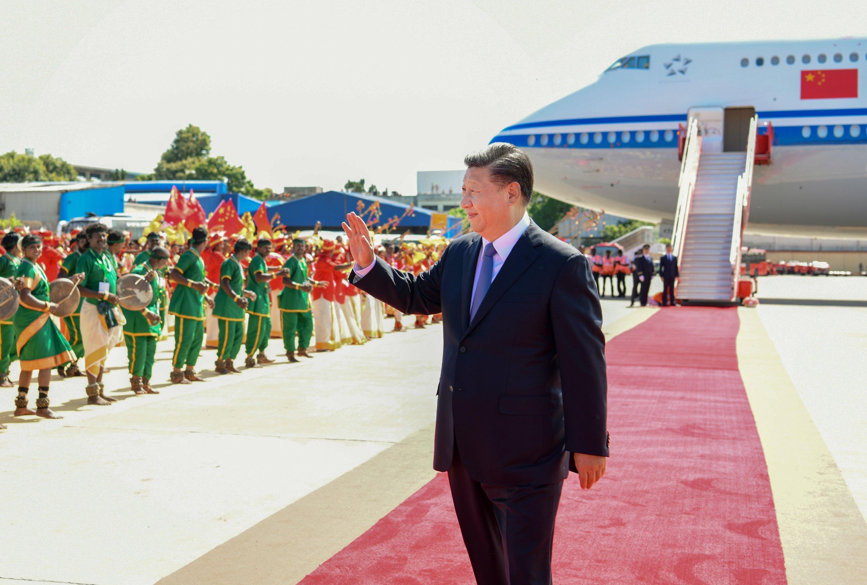 Presidente de China llega a la India para reunión informal con primer ministro indio