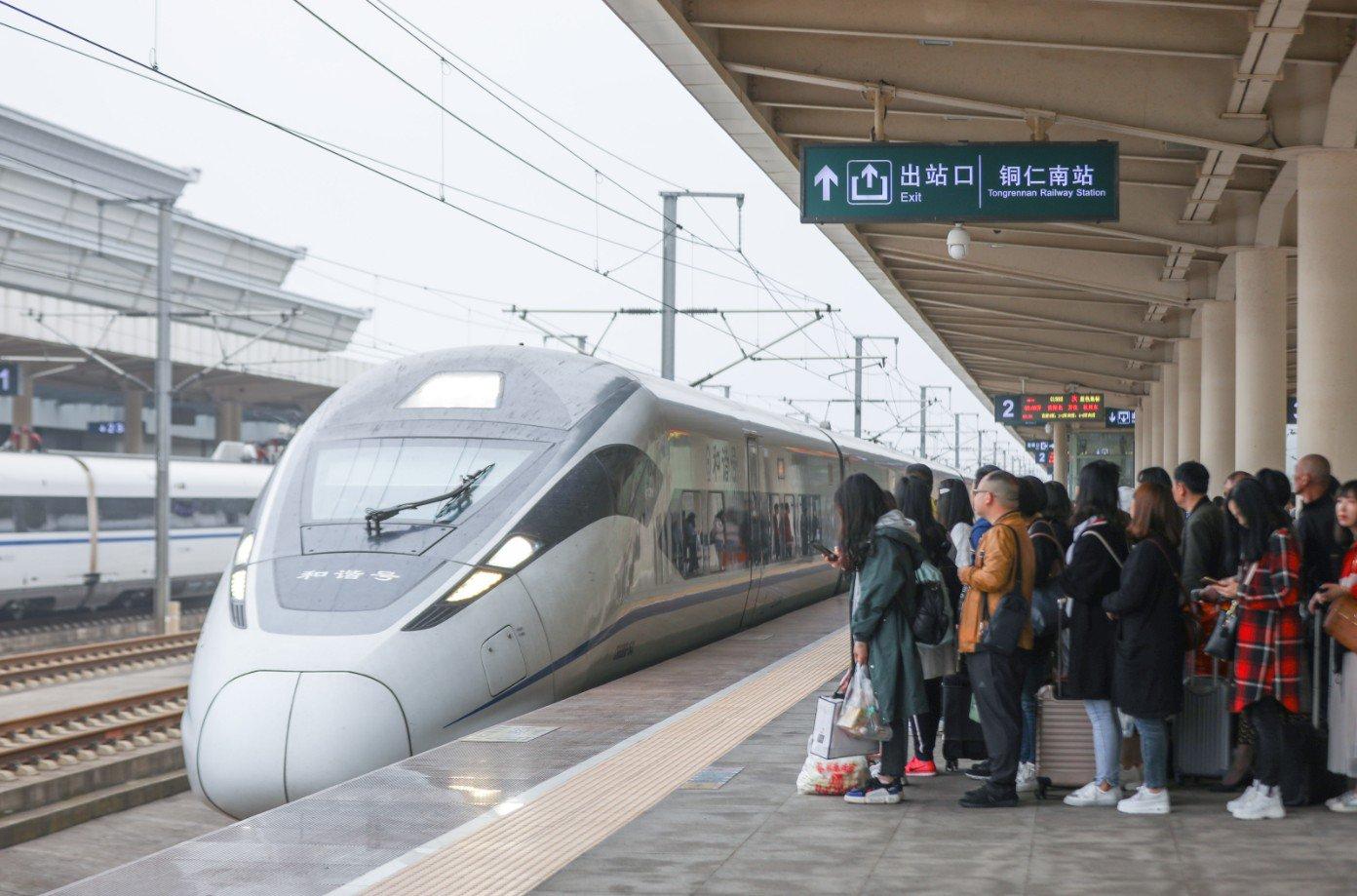 China pondrá en servicio más trenes