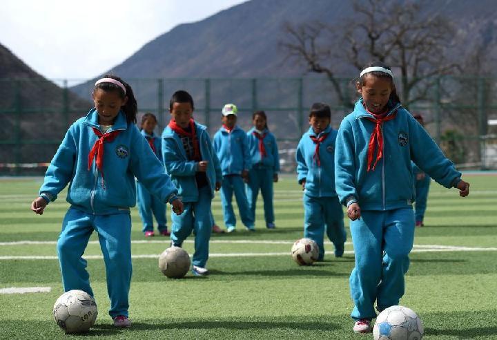 China tiene 27 mil escuelas con formación en fútbol
