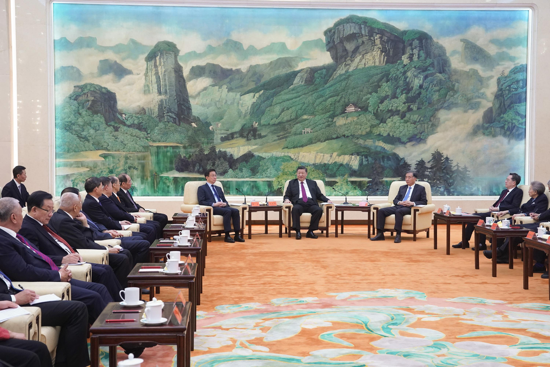 Xi se reúne con líderes de partidos no comunistas y personajes antes de Festival de Primavera