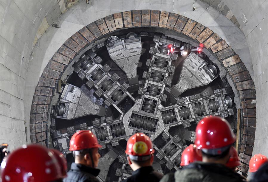 Finaliza construcción de túnel subterráneo y submarino más largo de China