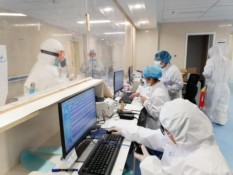 Más pacientes recuperados de coronavirus reciben alta en ciudad china de Huanggang