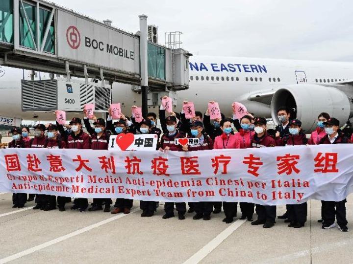 China envía tercer grupo de médicos especialistas a Italia