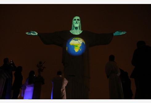 Lectura de cuentos y poemas por teléfono ayuda en cuarentena en Río de Janeiro