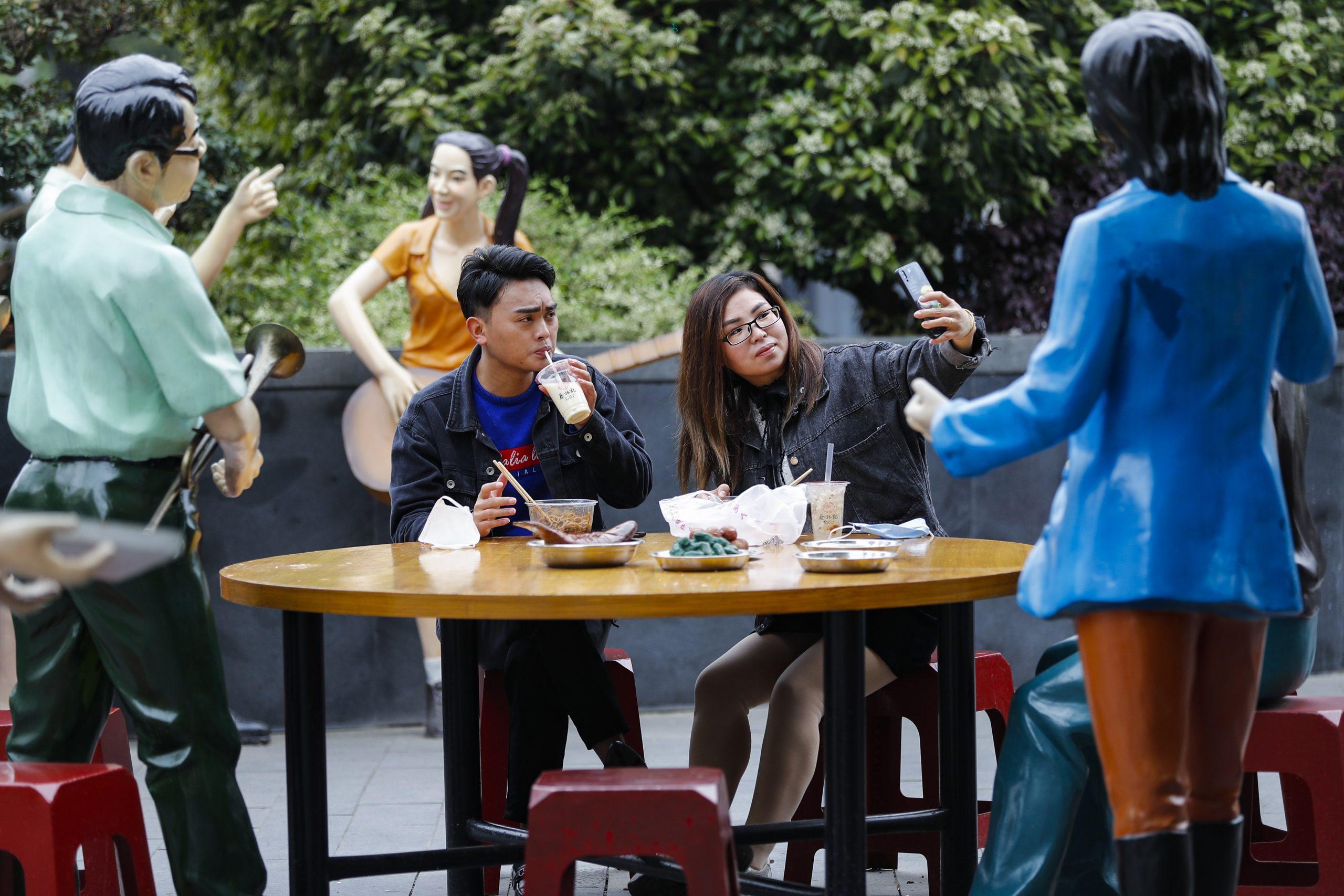 Wuhan levanta restricciones a viajes de salida y pone fin a meses de confinamiento