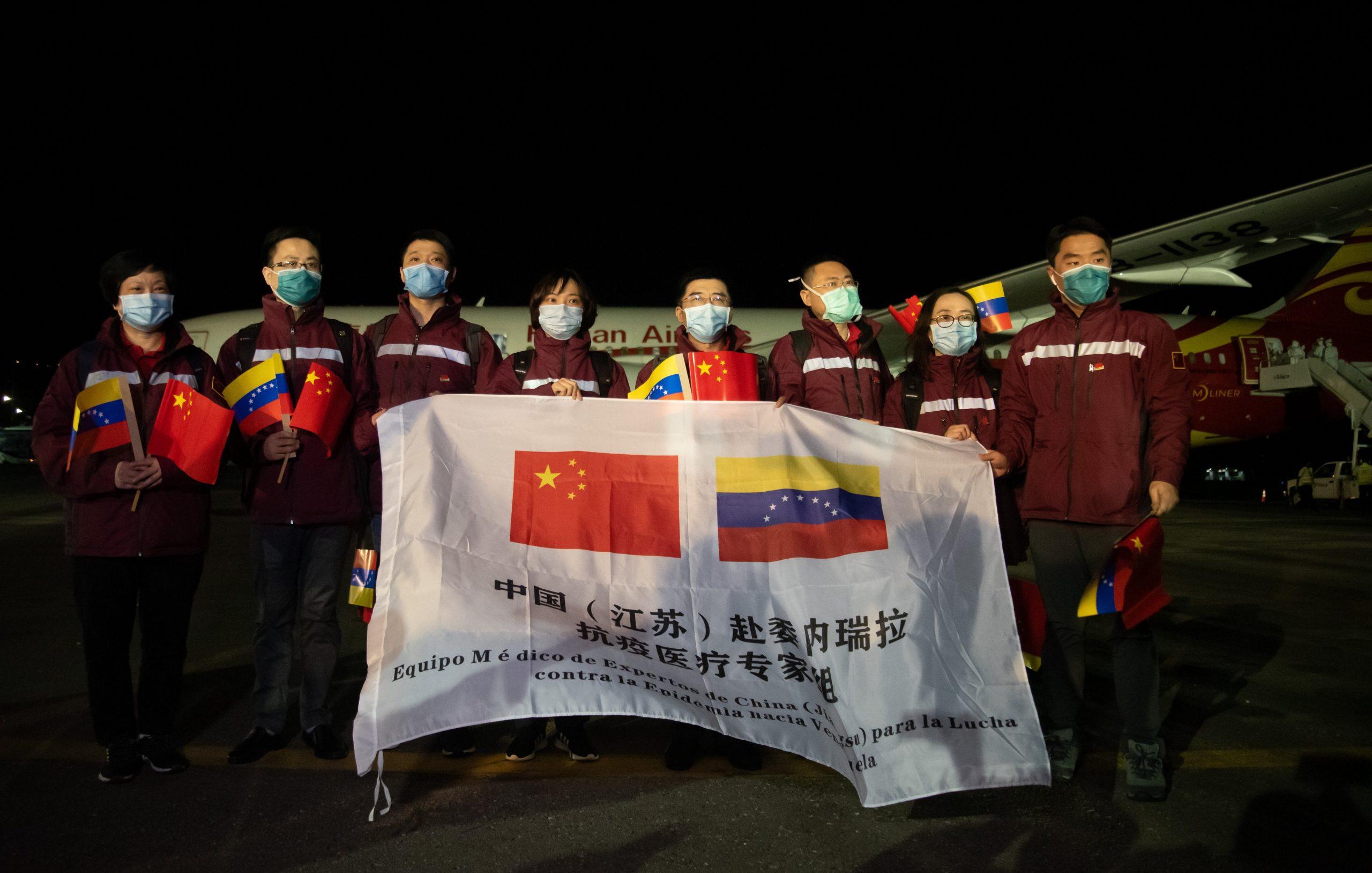 Bien recibida ayuda de expertos médicos chinos en batalla contra COVID-19 en el extranjero