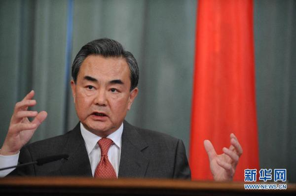 Wang Yi exhorta a evitar sospechas infundadas en combate mundial a COVID-19