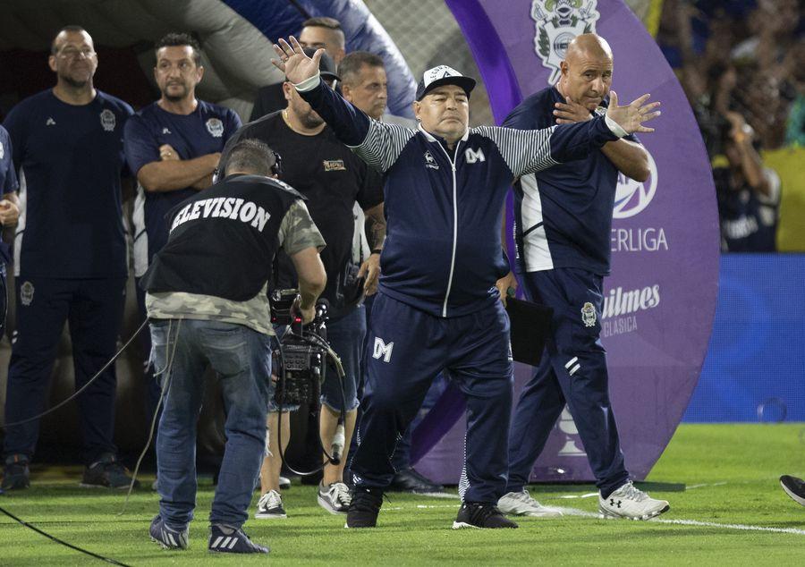 Fútbol: Maradona sigue como entrenador del equipo argentino Gimnasia