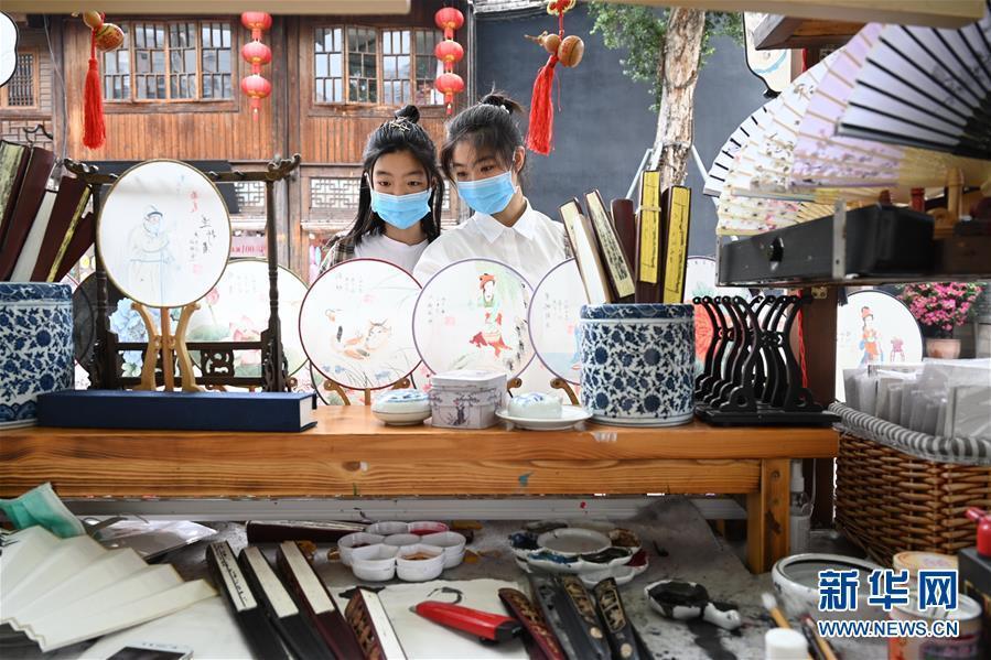 Mayoría de ciudadanos chinos se muestra positiva sobre perspectivas de ingresos, según informe