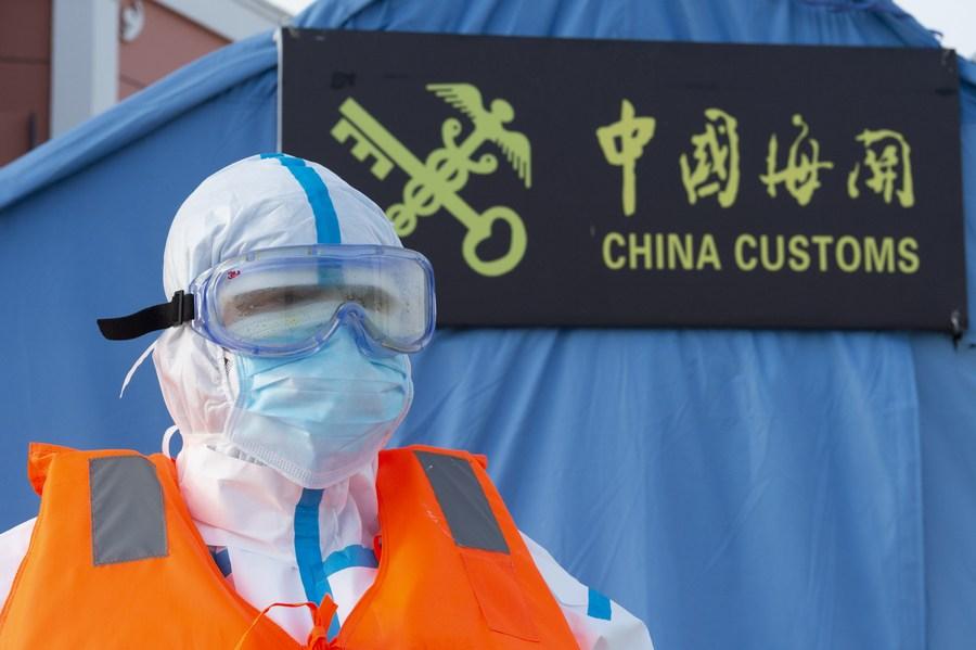 Canciller chino exhorta a tomar decisión correcta en era post COVID-19