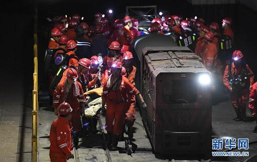 Socorristas perforan pozo para liberar a mineros atrapados en este de China