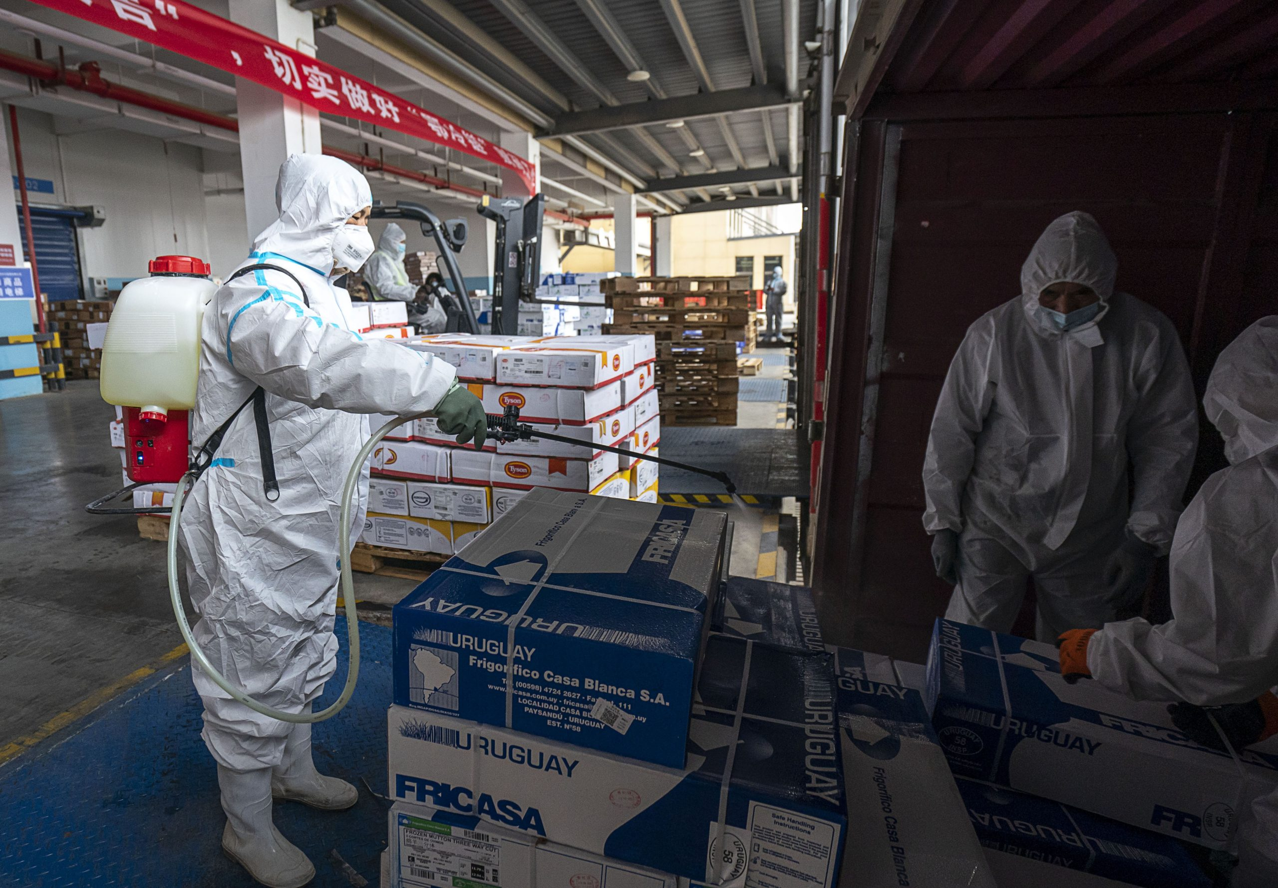 Aduanas chinas desinfectan más de 18 millones de productos congelados importados