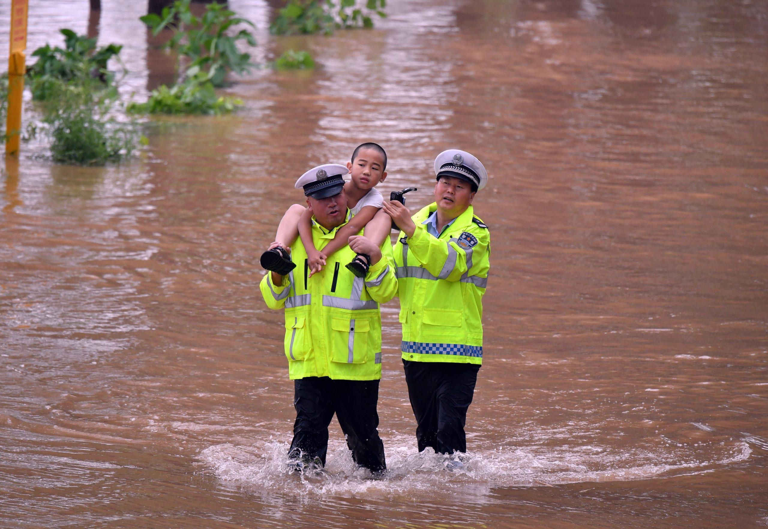 Sube a 56 cifra de muertos por fuertes lluvias en provincia china de Henan