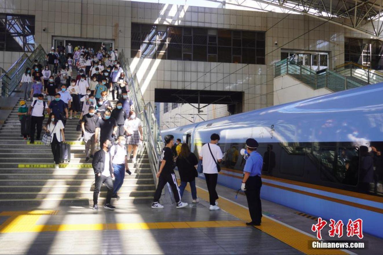 China registra unos 35 millones de viajes ferroviarios durante vacaciones por Festival de Medio Otoño