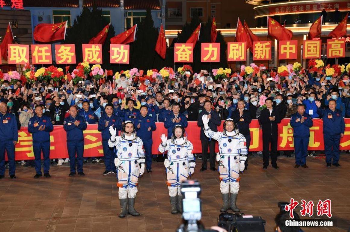 Celebran ceremonia de despedida de astronautas chinos de misión Shenzhou-13