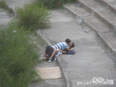 https://i2.wp.com/www.chinasmack.com/wp-content/uploads/2008/09/chinese-students-having-sex-outside-06.jpg