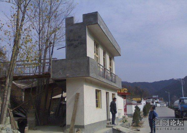 https://i2.wp.com/www.chinasmack.com/wp-content/uploads/2009/07/henan-china-fake-rural-building.jpg