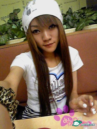 Pretty boy cross dressing Yao Yao Er