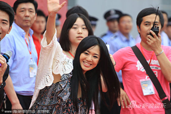 Sora Aoi waves to Chinese fans in Nanchang, China.