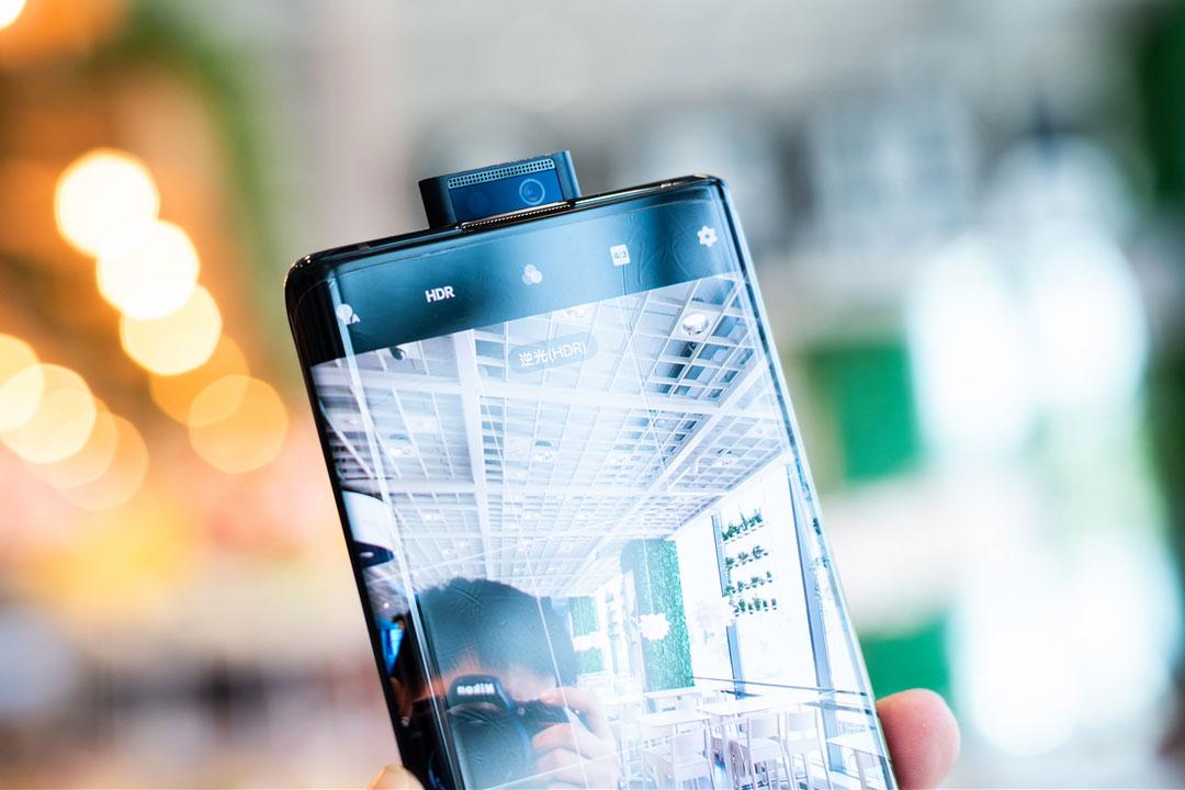 Vivo Nex 3 (5G) ufficiale: quanto è bello il display Waterfall Fullview?