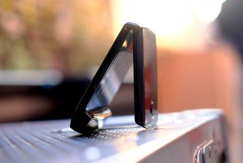 Motorola RAZR ufficiale: lo smartphone del futuro arriva dal passato