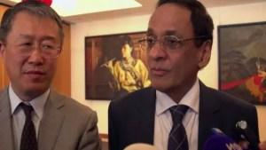 Le ministre des Finances, Vishnu Lutchmeenaraidoo, et l'ambassadeur de Chine à Maurice, Li Li