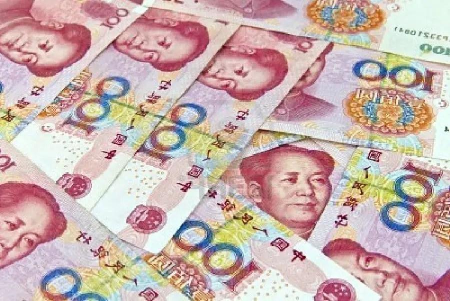 Un enfant découpe l'équivalent de 1 300€