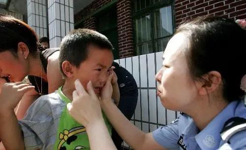 20 enfants blessés dans une attaque au marteau