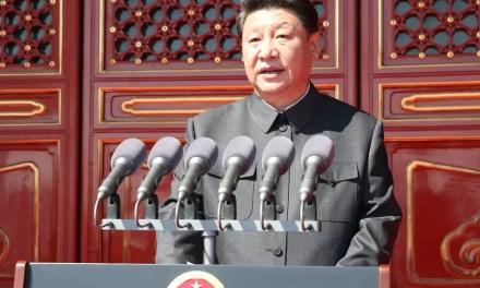 L'armée se met en rang derrière Xi Jinping