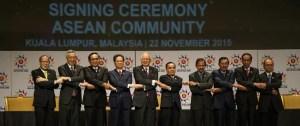 De droite à gauche, les dirigeants : Philippines, Singapour, Thaïlande, Vietnam, Malaisie, Laos, Brunei, Cambodge, Indonésie et Myanmar