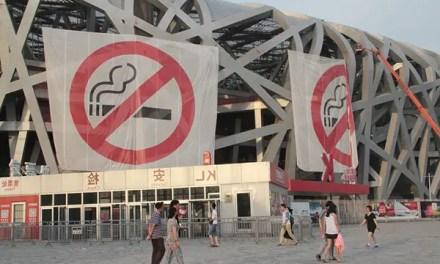 La cigarette interdite dans les lieux publics
