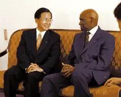 Le président Chen Shui-bian au Sénégal au côté d'Abdoulaye Wade en 2002
