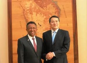 Qian Keming vice ministre commerce et le président malgache, Hery Rajaonarimampianina