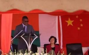Jean-Jacques Rabenirina et Yang Xiaorong à la tribune, lors de l'inauguration.