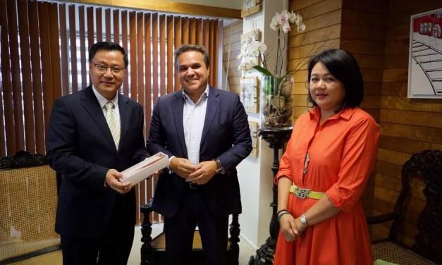 Entretien entre le nouveau Consul Général de Chine, Chen Zhihong et le Président de la Région