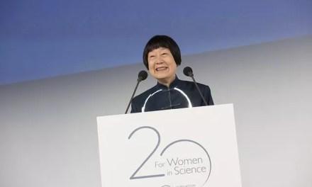 Zhang Miman reçoit le « Prix l'Oréal-UNESCO Pour les Femmes et la Science »