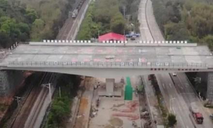 Inauguration d'un pont autoroutier pivotant