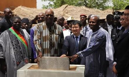 Burkina: la Chine contribue à l'effort national de résorption des écoles sous paillote