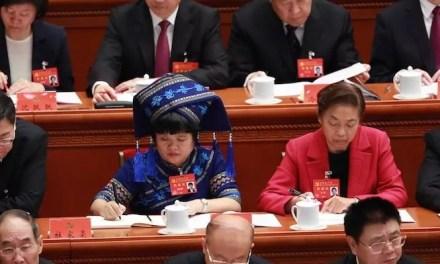 Huang Wenxiu, cheffe d'un village, honorée par tous