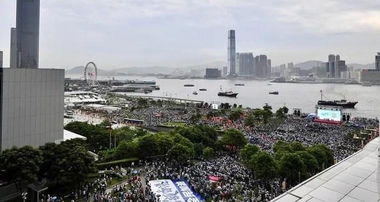 Wang Yi demande aux diplomates «d'arrêter de s'immiscer»  dans les affaires d'Hong Kong