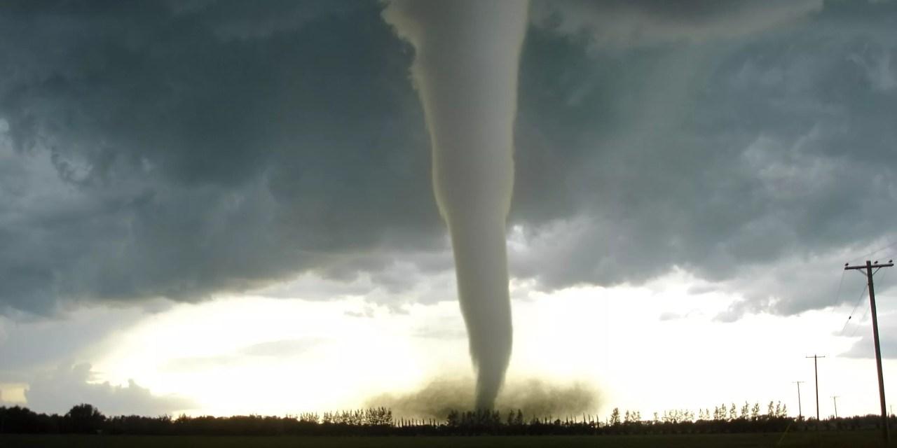 Une tornade fait 6 morts et près de 200 blessés