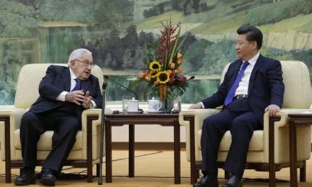 Henry Kissinger appelle Joe Biden à rétablir la communication avec la Chine