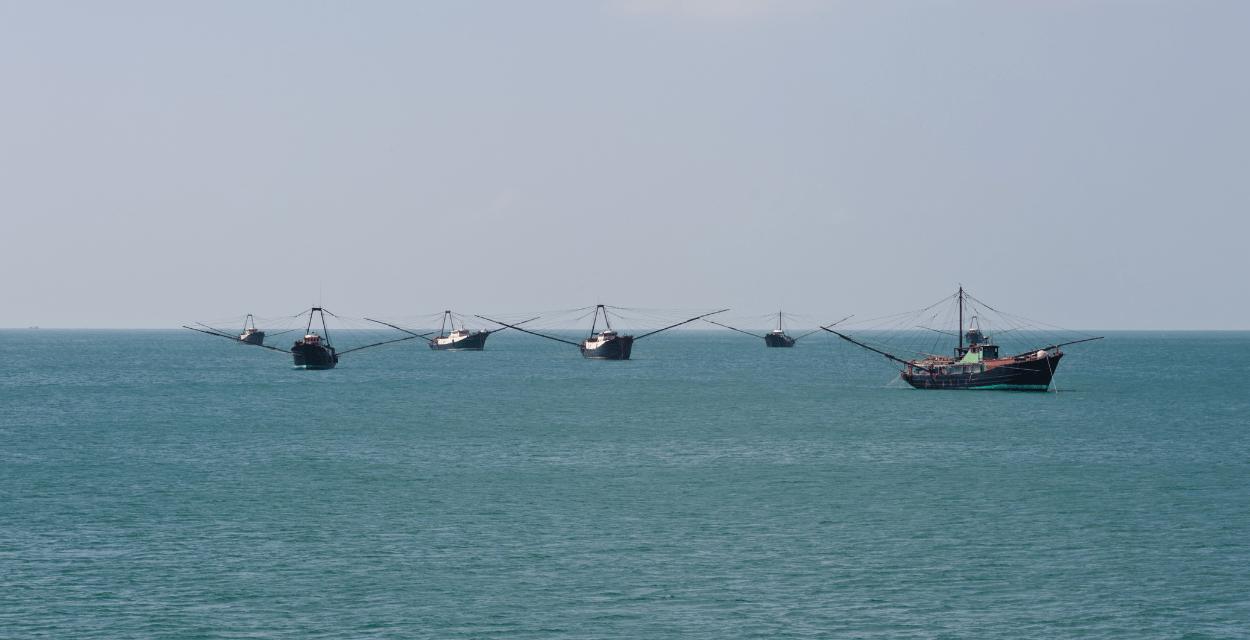 Les garde-côtes philippins défient un navire chinois en mer de Chine