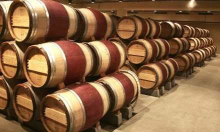Un acheteur chinois achète un fût de vin à un prix record