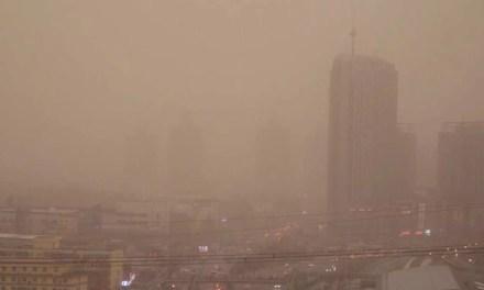 Un épais nuage de poussière enveloppe le nord de la Chine